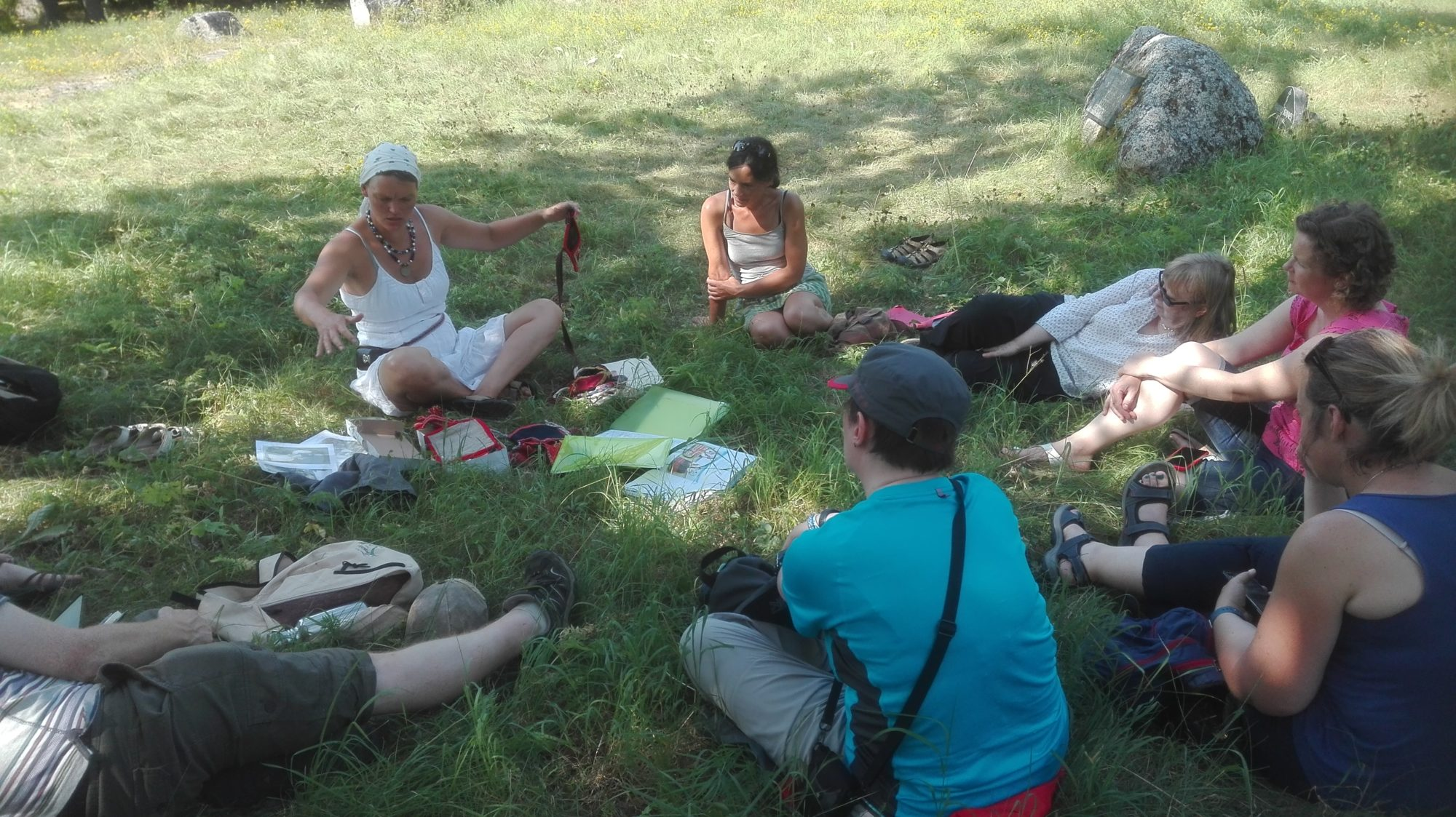 outdoor-lecture-on-traditional-costumes-of-Saaremaa